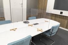 Plexiglas houten voetstukken vergadertafel 1 2DOBOARD